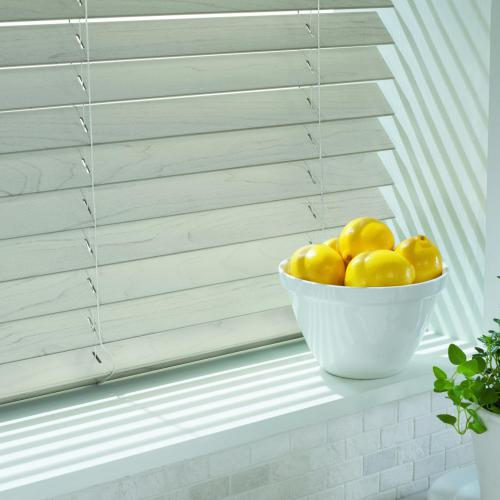 wood blinds / faux wood blinds